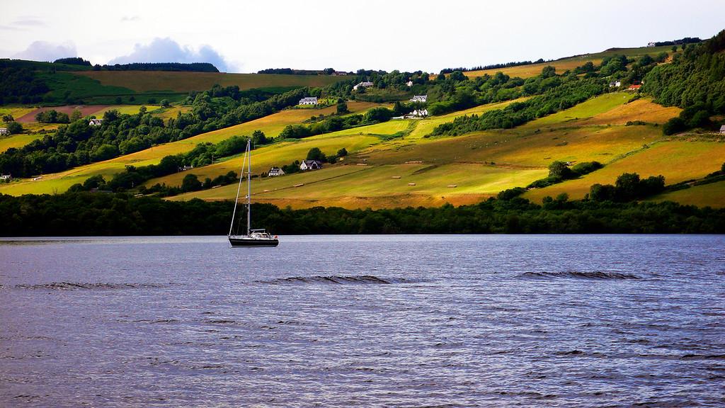 Картинки по запросу Loch Ness lake